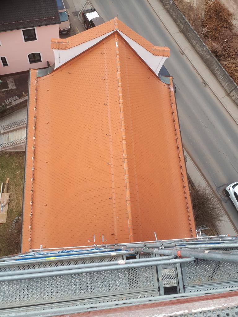Das Dach ist komplett neu eingedeckt.